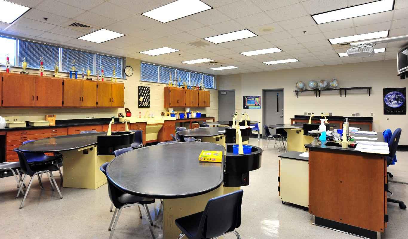 deerfield-windsor-upper-school-science-media-center2
