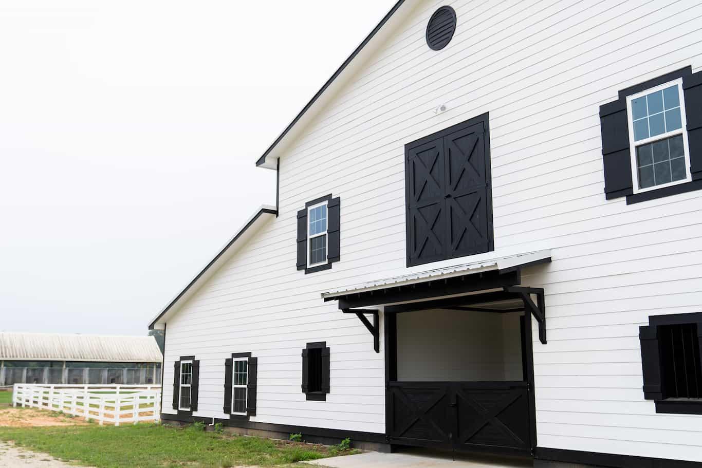 horse-barn-3