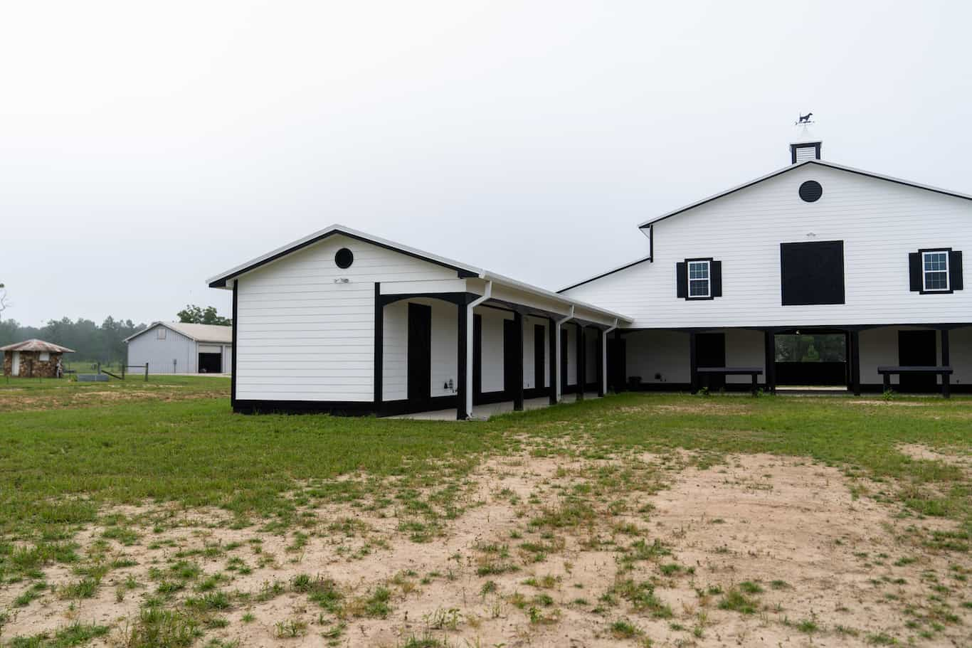 horse-barn-4